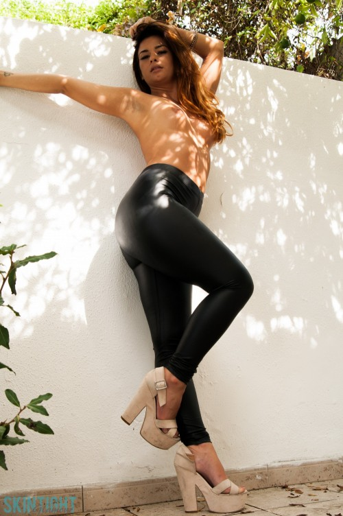 Epiphany In Black Leggings - Picture 6