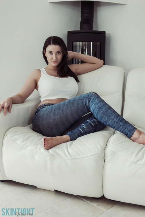 Joey White Sofa Jeans