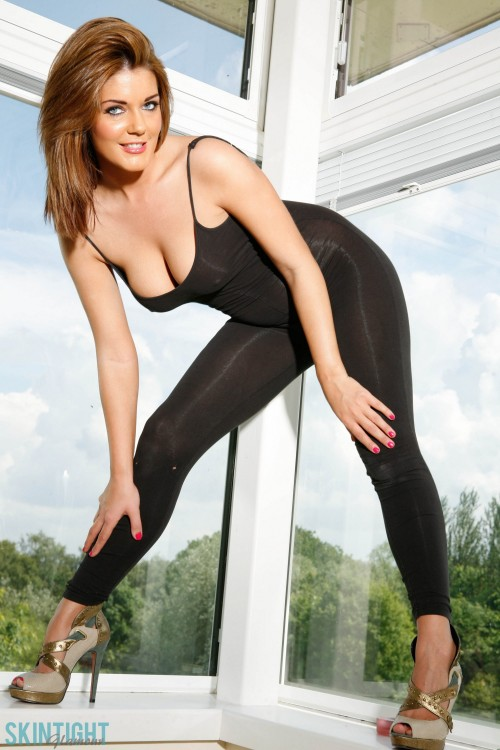 Kelly Mcgregor In Catsuit - Picture 3