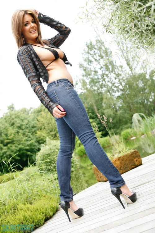 Kelly Mcgregor In Kelly Jeans - Picture 2