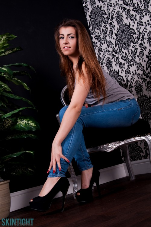 Sara Parker Gets Naked From Blue Jeans - Picture 4